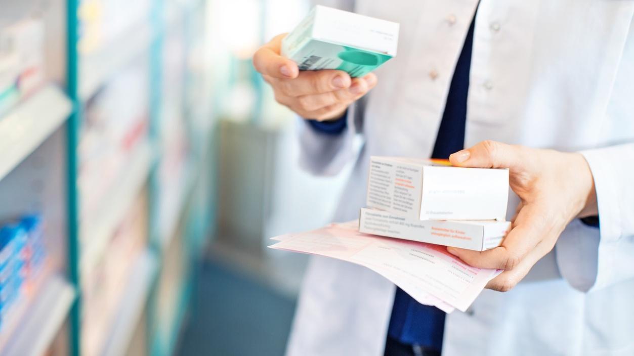 хранение лекарственных препаратов в аптеке