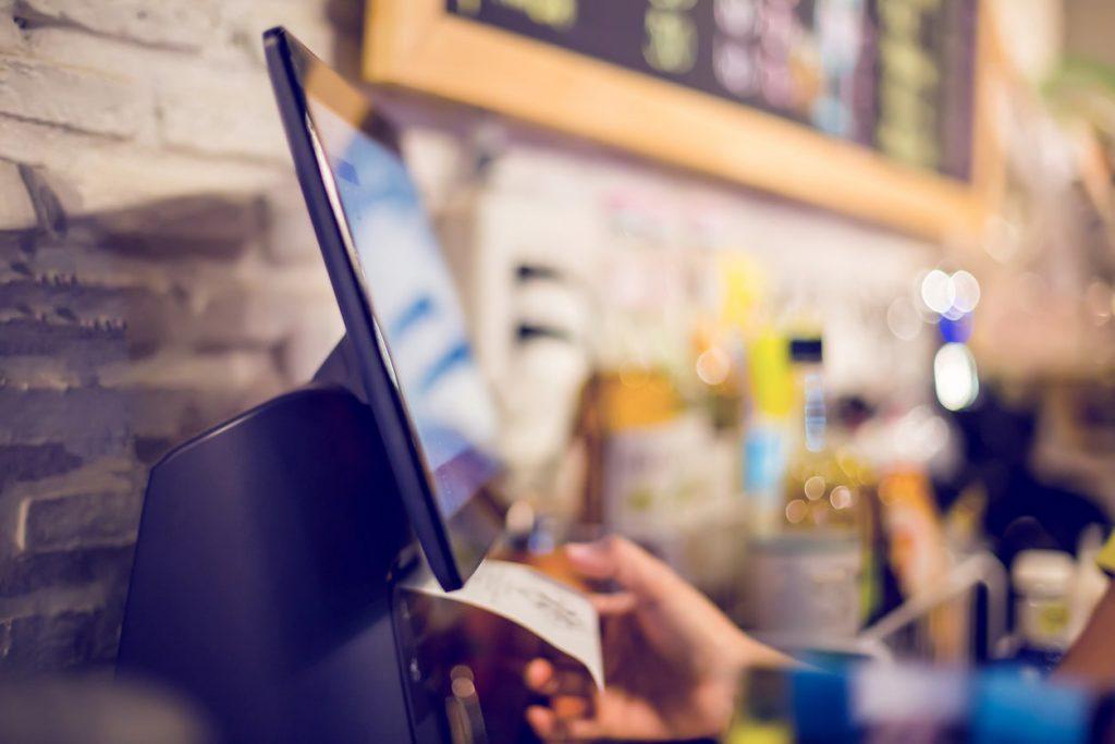 платежный терминал для оплаты банковскими картами